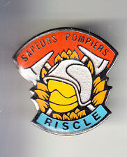 RARE PINS PIN'S .. POMPIER FIRE CASQUE HACHE RISCLE 32 ~BS