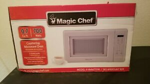 Magic Chef 0.7 Cu. Ft. 700 Watts Countertop Microwave Oven - White *NEW IN HAND*