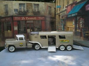 """VINTAGE 1960'S PRESS STEEL NYLINT  TRUCK AND HORSE TRAILER (BOTH 23 1/2"""" LONG)"""