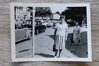 1x Foto Auto Oldtimer Mercedes 1950-60er VW Käfer Classic Cars und andere Straße