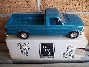 AMT/ERTL #8920, 1992 FORD F-150 XLT PICKUP TRUCK, BIMINI BLUE, VGC
