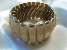 (HONG KONG) Vintage Goldtone Base w/ Ridged CREAM Stretch Bangle Bracelet 14B25