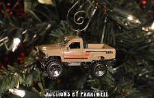 '87 1987 Toyota Pickup 4x4 Truck Custom Christmas Ornament 1/64th Scale Adorno