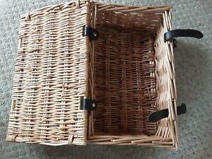 """SMALL WICKER PICNIC BASKET.  14"""" X 9"""" X 6"""" WITH REMOVABLE LINING"""