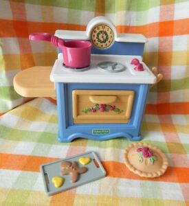 VINTAGE FISHER PRICE BRIARBERRY BEARS - KITCHEN STOVE - POT, PIE, COOKIES,HOLDER