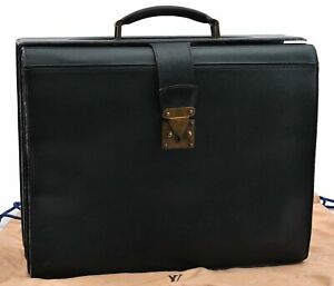 Auth Louis Vuitton Taiga Oural Brief Case Green M30024 LV A4362