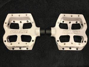 """Truvativ White Metal Studded 9/16"""" Platform Flat Pedals BMX Mountain Holzfeller"""