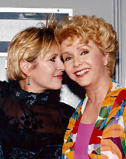 DEBBIE REYNOLDS & DAUGHTER CARRIE FISHER - 8X10 PUBLICITY PHOTO (DA-568)