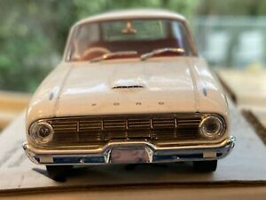 Trax 1:43 Ford