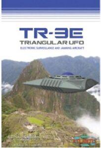 ATLANTIS MODELS TR3E Triangular UFO  w/ Base Plastic Model Kit NEW