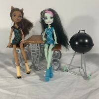 Monster High Doll Playset Picnic Table Clawdeen Wolf Frankie Stein Grill BBQ Set