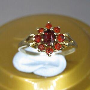 9ct GOLD GARNET CLUSTER VINTAGE RING  - Size K  .......... A31