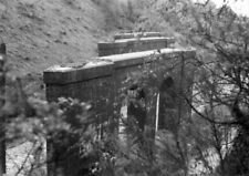 PHOTO  REMAINS OF BARRY RWY VIADUCT AT PENRHOS JUNCTION ON 18TH MAY 1985