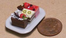 1:12 Scale 3 Assorted Loose Cakes On Ceramic Plate Dolls House Accessory PL87a