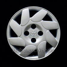 Toyota Corolla 14-inch hubcap 2000-2002 - Genuine OEM Wheel Cover