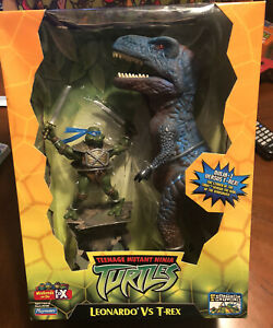 TMNT 2004 Playmates Deluxe Action Figure -Leo Vs T-Rex Brand New!
