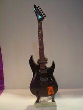Miniature Guitar (24cm Tall) : METALLICA KIRK HAMMET ESP RELIC