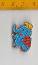 Vintage ELEPHANT pin badge brooch