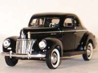 FORD DeLuxe Coupe - 1940 - black - Universal Hobbies 1:18