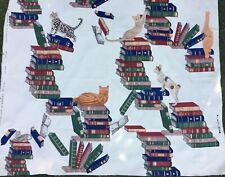 Fornasetti Gatti sui libri paglia tessuto in rasatello di cotone