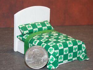 Dollhouse Miniature Bed Shamrocks 1:24 Half inch scale 1/2 D11 Dollys Gallery