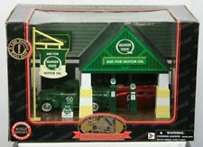 Roadside Memories Quaker State 1:32 Gas Station Die Cast Ford Car