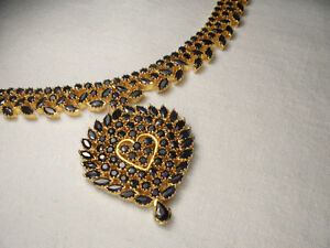 Magnificent Estate 22K 24K Yellow Gold 60 Carat Sapphire Heart Necklace