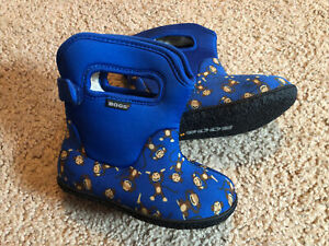 """Bogs Outdoor Boots Boys Toddler """"monkeys"""" Waterproof Insulated Size 8"""