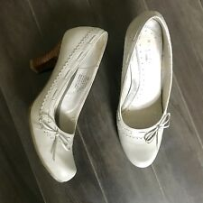 Kenneth Cole 6 Womens Shoes Grey White Bow Heels Pump Bow Career Leather Pin Up