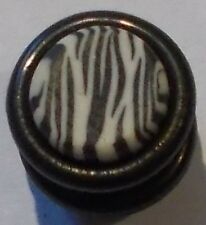 8mm  plastic zebra design plug