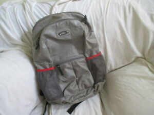 OAKLEY UNISEX GRAY, RED TRIMS LARGE BACKPACK