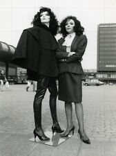 """JOAN COLLINS - 10"""" x 8"""" b/w Photograph With ADEL ROOTSTEIN MANNEQUIN #8004"""