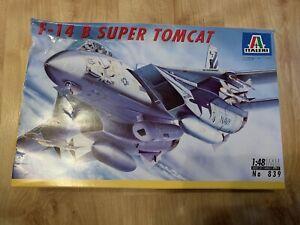 Italeri - F-14 B Super Tomcat 1:48 Scale Model - No 839 - Damaged Box
