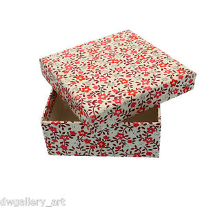 Pretty Red & Silver Glitter Flowered Gift Box. Size 13.5x13.5x5.5cm. GBS87