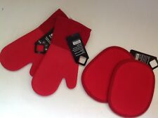New OXO Good Grips Set of 4 Oven Mitts and Potholders Red
