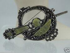VINTAGE BROOCH/PIN SILVER TONE,GREEN AGATE,SCOTTISH KILT SWORD