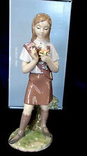 """LLADRO #8646 GIRL SCOUT BROWNIE BRAND NEW IN BOX 9"""" TALL FLOWERS NICE SAVE$$ F/S"""