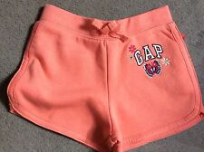 GAP- THICK PEACH SHORTS WITH GAP & BUTTERFLY & FLOWERS ON LEFT LEG -5y BNWT