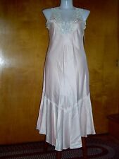 NWT- MARTINIQUE- PEIGNOIR-MEDIUM - W/ LACE & EMBROIDERED FLOWERS & FAUX PEARLS
