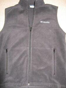 Men's Columbia M black fleece sleeveless vest/zip up front and pockets