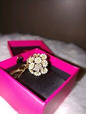 Retired Juicy Couture Collector's Daisy Flower Bouquet W/Butterfly Charm