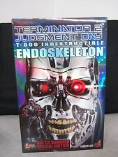 Terminator 2 T-800 Endoskeleton Battle Damaged 1/6th Scale Figure Hot Toys 2007