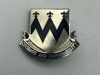 US Army DUI Unit Crest Insignia Pin Courage + Dependability K8