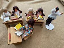 Puppenschule Möbel  6 Puppen Schulbank Pult Zubehör Puppenhaus