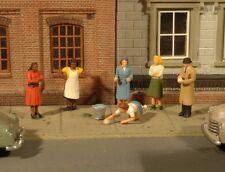 New Bachmann HO Scale Scenescapes Six Sidewalk People
