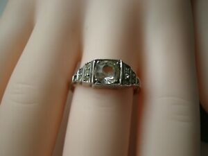 Very pretty vintage 9ct gold and Silver ring very dainty to wear