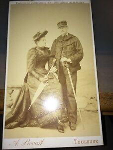 PHOTOGRAPHIE D'un Officier Avec Sa Belle, Vers 1890.
