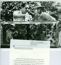 JAMIE LEE CURTIS MIKE TSALICKIS PIRANHA FISH GUINNESS ORIGINAL 1981 ABC TV PHOTO