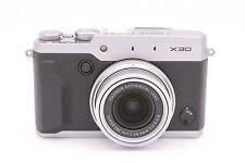 Fujifilm X30 12.0 MP DIGITALE FOTOCAMERA CON 3.0-inch LCD - Argento