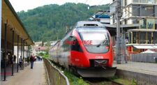 PHOTO  AUSTRIAN RAILWAYS - ÖBB 4024 CLASS EMU 4024 026 AT BREGENZ HAFEN ON A BLU